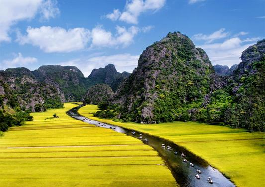 Amazing_Tam_Coc_river_view_from_Mua_cave_Ninh_Binh